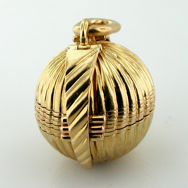 18K Gold Globe Ball Picture Photo Locket  Vintage Charm Pendant